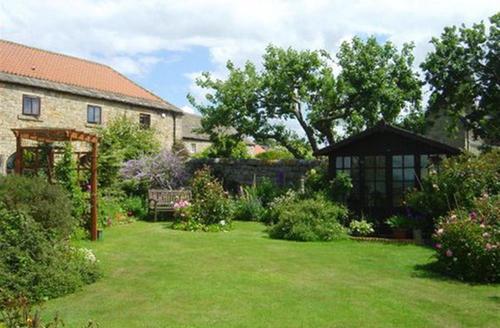 Snaptrip - Last minute cottages - Quaint Barnard Castle Rental S12942 - Garden