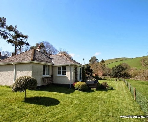 Delightful malmsmead cottage s12958 oare water cottage for Country cottage kennel