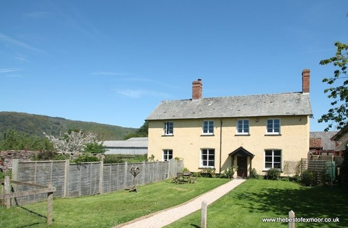 Snaptrip - Last minute cottages - Excellent West Luccombe Cottage S12981 -