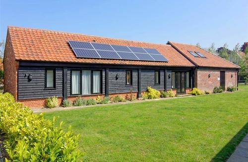 Snaptrip - Last minute cottages - Gorgeous Lingwood  Rental S13008 - Exterior