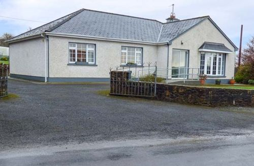 Snaptrip - Last minute cottages - Tasteful Boyle Cottage S77029 -