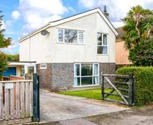 Snaptrip - Last minute cottages - Excellent Pembroke Rental S13024 -