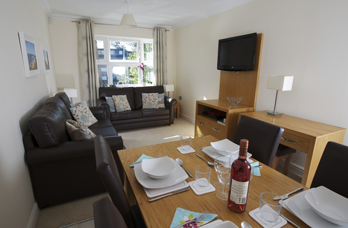 Snaptrip - Last minute cottages - Lovely Bournemouth Apartment S9203 -