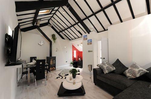 Snaptrip - Last minute cottages - Inviting Barnstaple Lodge S1152 - Living area