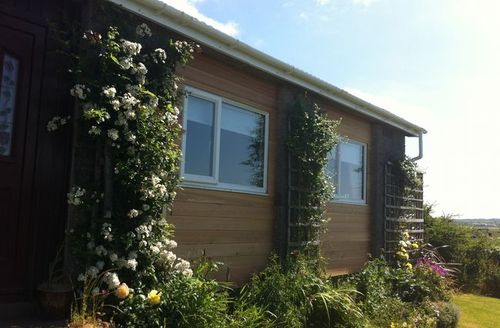 Snaptrip - Last minute cottages - Quaint Newton Stewart Bungalow S7441 -