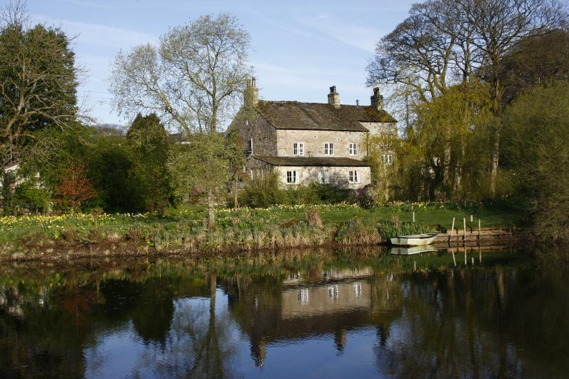 Bridge End Farm B&B Another view from across the river