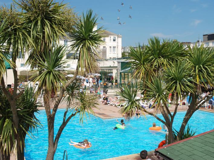TLH Derwent Outdoor Pool - TLH Derwent Hotel