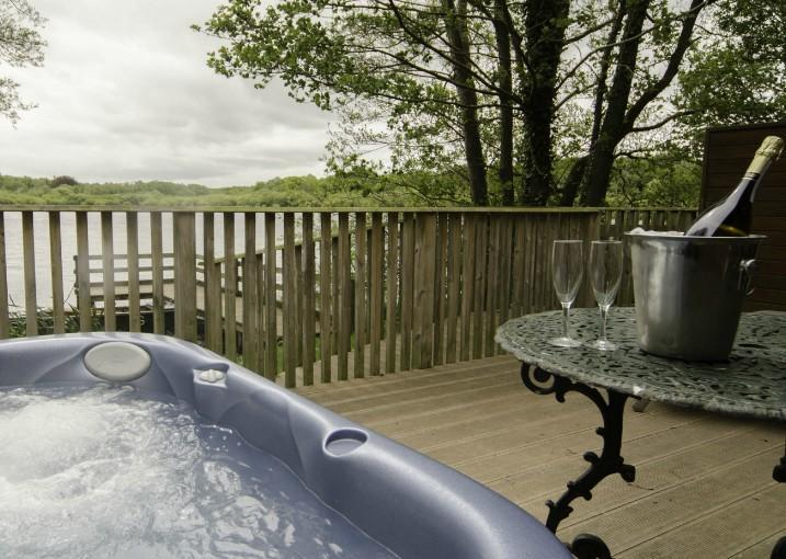 Chiffchaff Lodge - Hot Tub with stunning lake views. - Chiffchaff Lodge At The Tranquil Otter