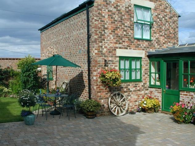 The Old Stable Cottage Pretty 2 bed cottage available for weekly bookings.
