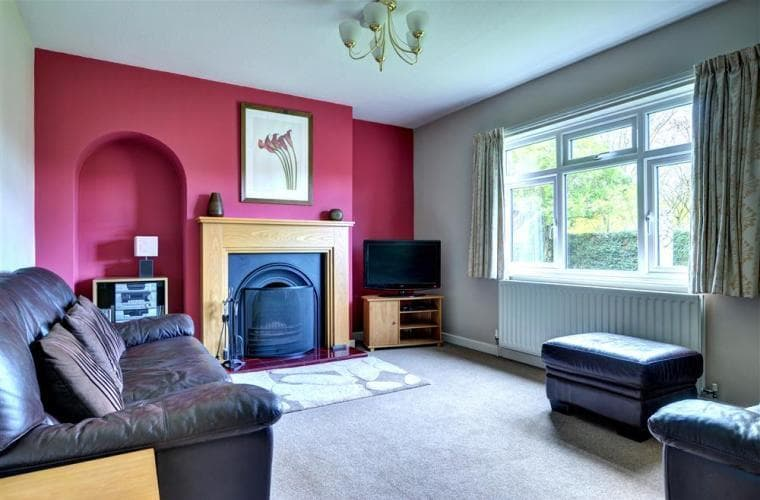 With leather seating for six, a digital TV with soundbar and real fire a perfect place to relax - Rowan Cottage