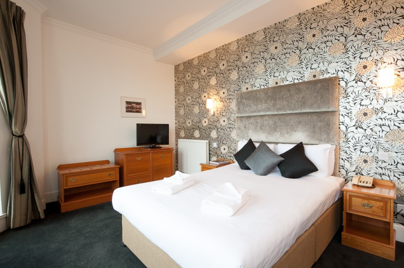 Double bedroom with bespoke furnishings - The Kings Hotel