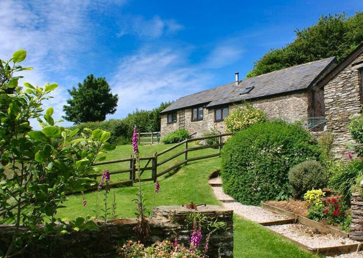 Honeysuckle Cottage, sleeps 2, single storey and pets welcome. - Pet Friendly Dittiscombe Holiday Cottages
