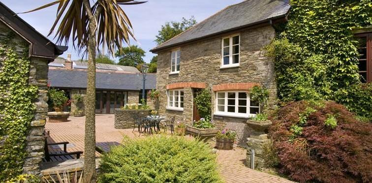 Courtyard Cottage Charming period cottage near Kingsbridge with plenty of original features. Sleeps 4.