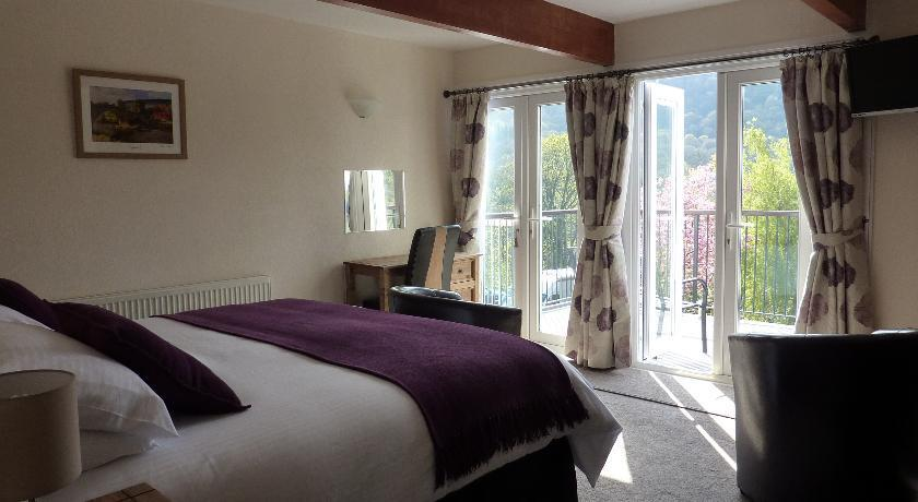 Maes-Y-Garth B&B Super king-size double/ twin room with balcony.