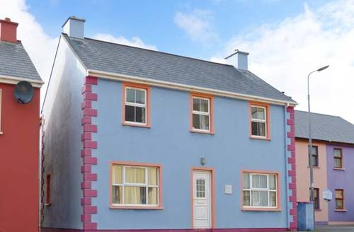 Snaptrip - Last minute cottages - Adorable Bantry Rental S13098 -