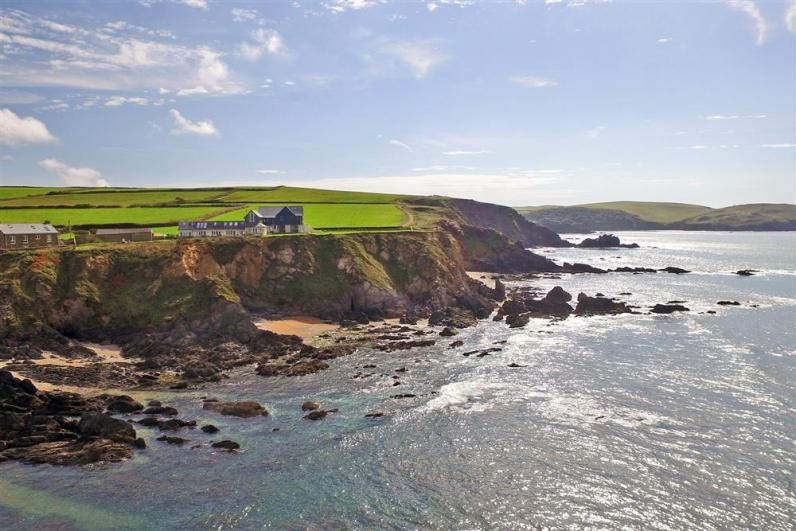 Sea Holly seamark1 - Seamark Cottages are perched in a spectacular location between Hope Cove and Thurlestone.