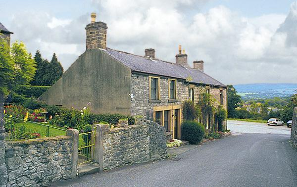 - Smalldale Holiday Cottage