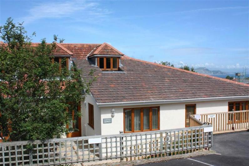 Little Rowan lr301-1 - Three bedrooms with parking in Lyme Regis