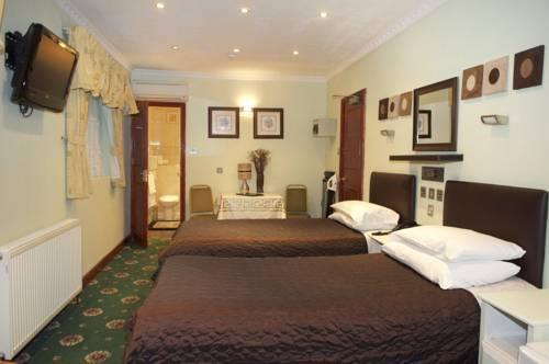 Kadimah Hotel Contemporary hotel with ensuite rooms, wifi service & free wifi.