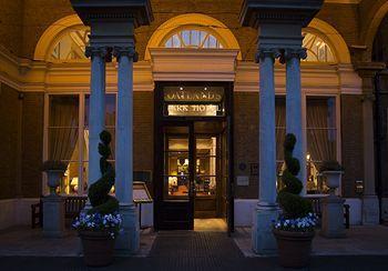 Exterior - Oatlands Park Hotel