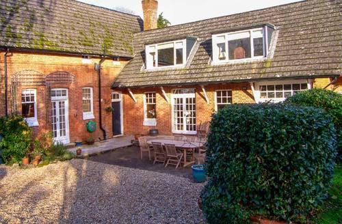 Snaptrip - Last minute cottages - Tasteful Bickton Rental S13147 -