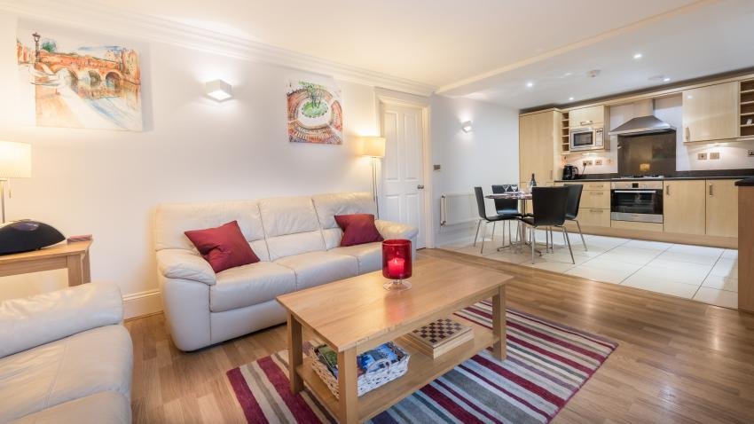 Bath Apartment Breaks - 3 Herschel Place Open plan living, dining and kitchen areas. A great area for socialising.