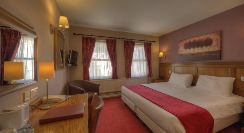 Rockingham Arms Double bedroom