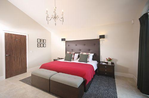 En suite double bedroom, with a double bed that can be converted into twin beds - Russet Bramley