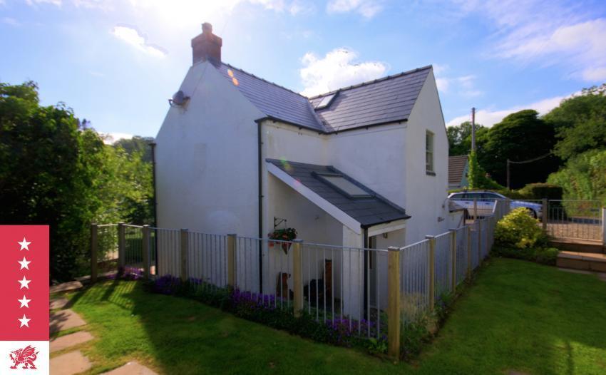 Fairview Cottage Secure garden & patio - detached cottage