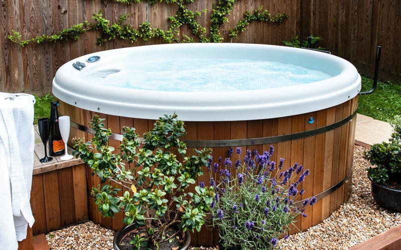 The Retreat Cottage Your own private open air Hot Tub for use in any weather in your own garden. Robes & slippers