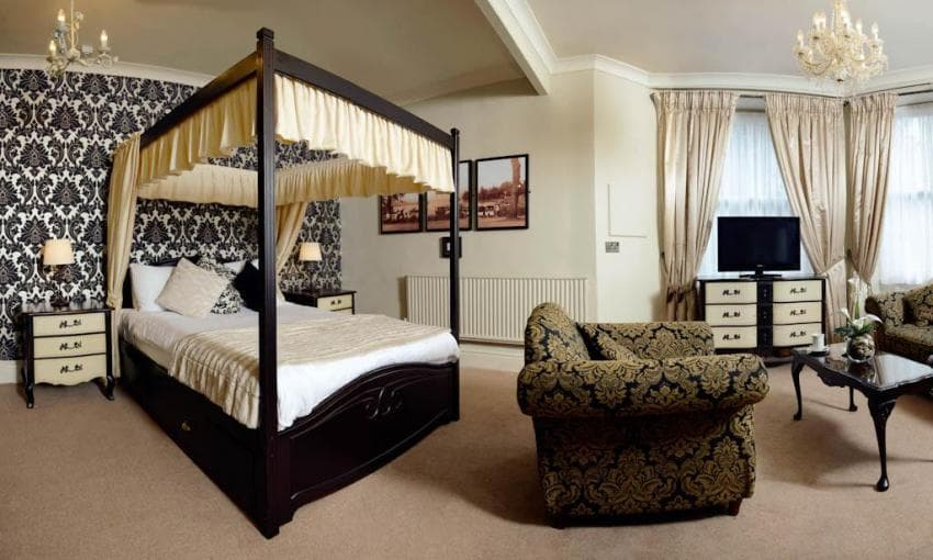 - Stags Head Hotel