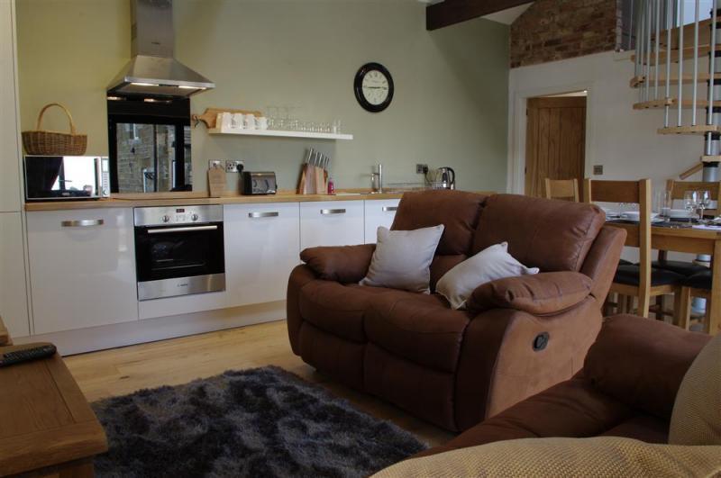 Interesting lounge, dining, kitchen at Warren Barn - Interesting lounge, dining, kitchen at Warren Barn at Newlands Farm near Kirkby Malzeard, Ripon - Warren Barn
