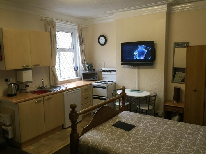 studio apartment no 4 on the first floor - Phillips Apartments For 2