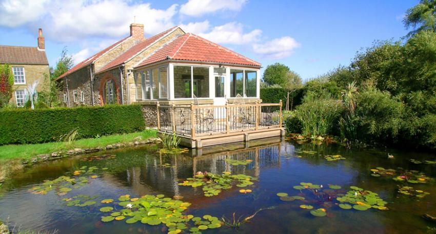 Deck by the pond for guests using Opal Cottage. - Basin Howe Farm Cottages
