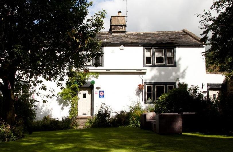 Willow Cottage Bed and Breakfast Multi award winning & Grade II Listed B&B near Leeds. Perfect for business & leisure.