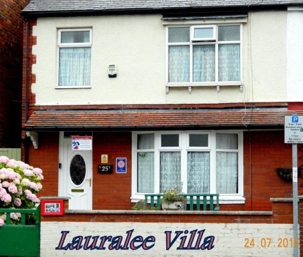 Lauralee Villa 3 Star, Accommodation 3 Bedrooms, sleeps eight. - Lauralee Villa