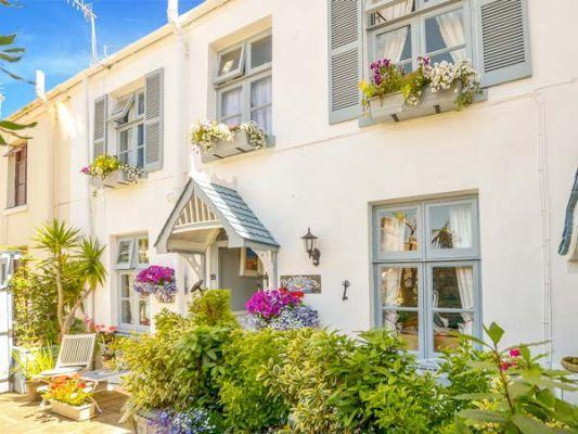 Pet Friendly Holidays to the English Riviera Blue Harbour Cottage (Ref 944353)