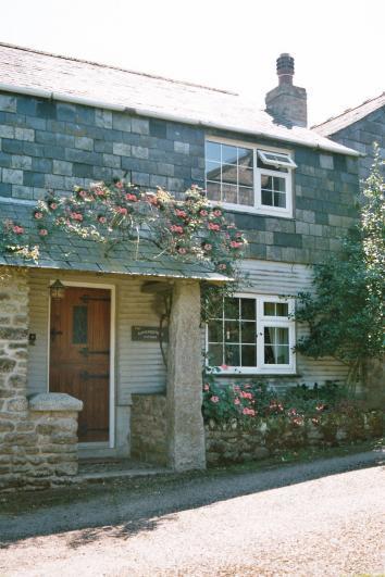Gamekeeper's two-bedroom cottage overlooking the green at Tremaine. - Gamekeeper's Cottage