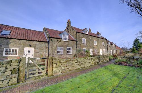 Snaptrip - Last minute cottages - Exquisite Whitby Rental S13177 - Prudom Cottage