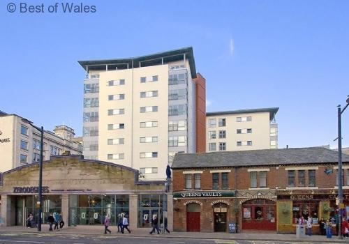 Millennium View Penthouse Luxury Cardiff self catering Penthouse apartment with balcony