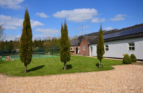 Snaptrip - Last minute cottages - Excellent Ashbourne Barn S45338 -