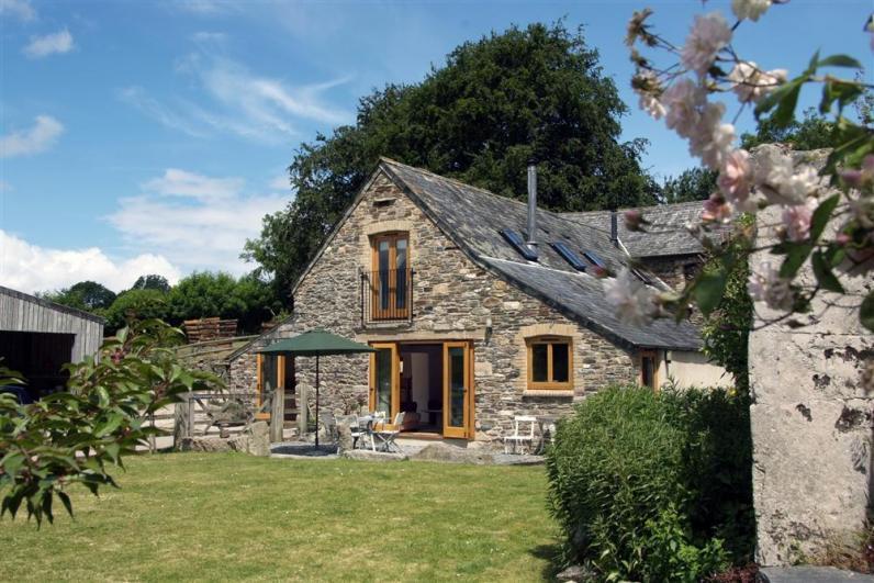 Comfort Wood Cottage COMFOR_exterior - Welcome to Comfort Wood Cottage