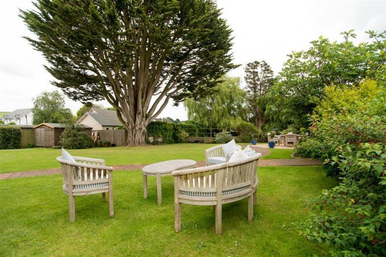 Briar Cottage DMZ_5138 copy - Relax and enjoy the communal garden