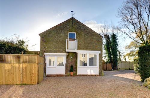 Snaptrip - Last minute cottages - Exquisite Kent Rental S13198 - EK725 - Exterior