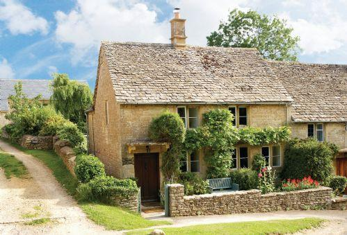 Jasmine Cottage with accommodation for 3 Guests is a 300-year-old, end of terrace, Cotswold stone cottage in the quiet, unspoilt village of Windrush just 4 miles from Burford - Jasmine Cottage