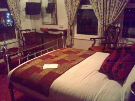 - Willow Tree Lodge Hotel
