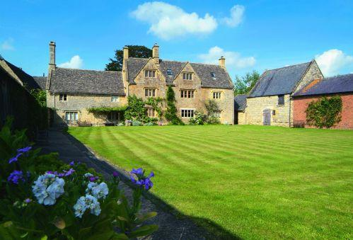 Willington Farmhouse Willington Manor Farmhouse with accommodation for 4 Guests is a classic 17th century Grade II listed Cotswold farmhouse set away from the road, surrounded by its own farmland