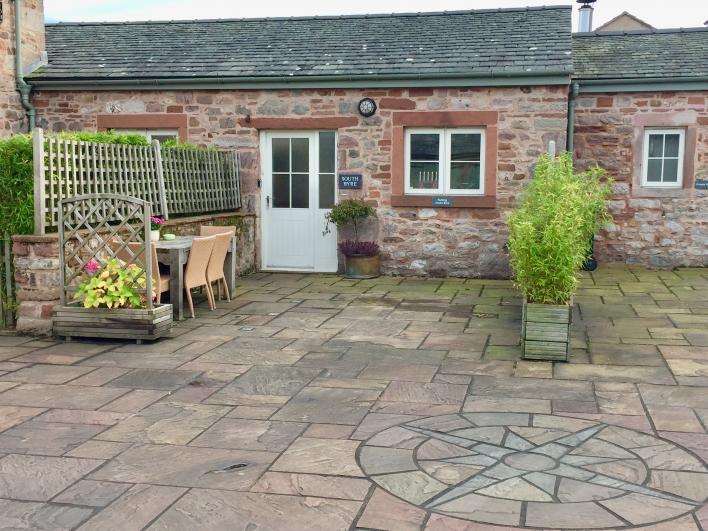 South Byre Cottage South Byre-cosy cottage, all accommodation on ground floor