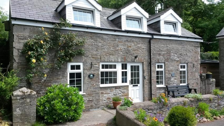 Swansea Valley Holiday Cottages - Swallow's Summer Dwelling Award-winning two bed cottage at Plas Farm near Swansea - set within 100 acres - sleeps 4.