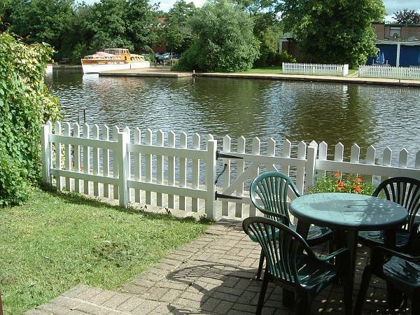 Riverside Cottage The waterside garden